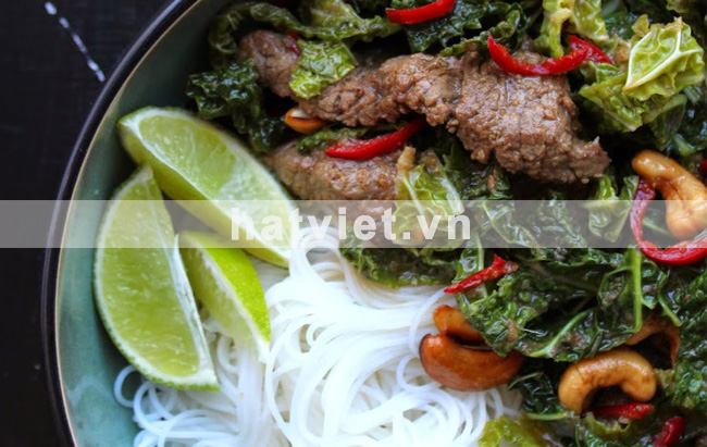 Beef stir-fry with cabbage and cashews