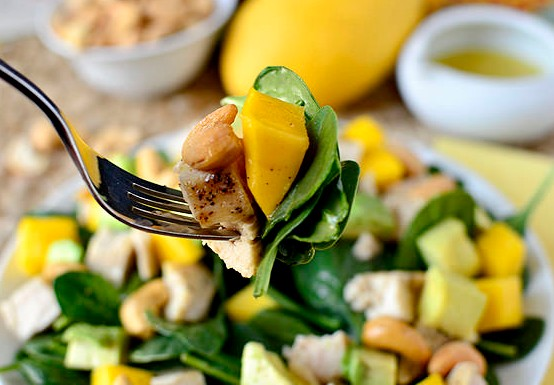 Salad hạt điều, xoài và thịt gà thơm ngon