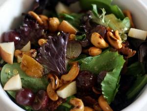 Salad cà ri hạt điều lạ miệng