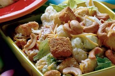 Salad súp lơ hạt điều ngon tuyệt