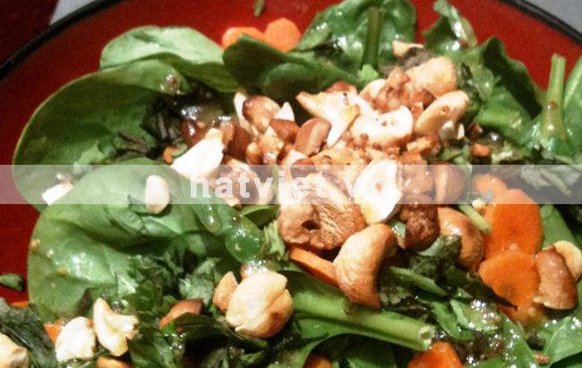 Salad rau bina với hạt điều