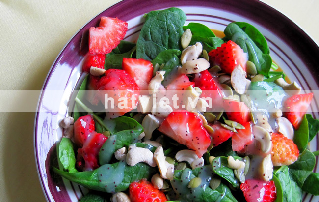 Strawberry & Cashew Salad