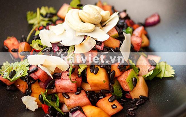 Salad gạo nếp đen kiểu Thái