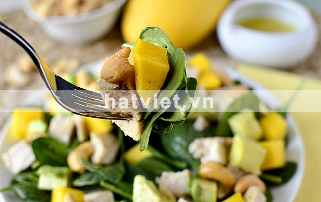 Cashew chicken mango salad