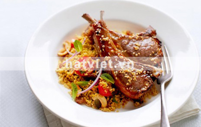 hạt điều mật ong - Sesame lamb cutlets with nutty couscous