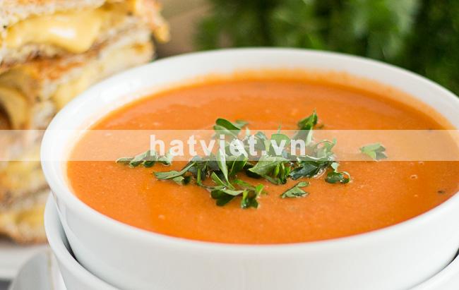 Creamy vegan cashew tomato soup